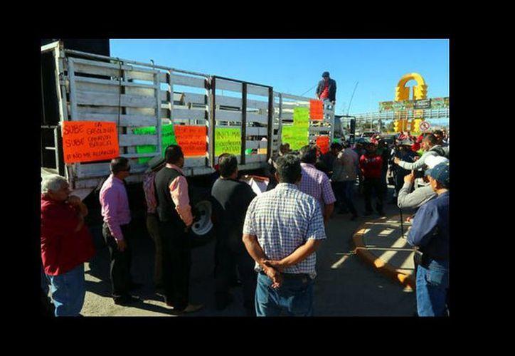 Bloqueo del periférico de Torreón en contra del gasolinazo. (Manuel Guadarrama)