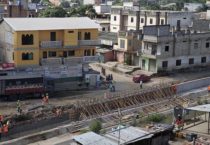 Las autoridades ecuatorianas han detenido la construcción de un muro en la zona fronteriza con Perú. (Reuters).