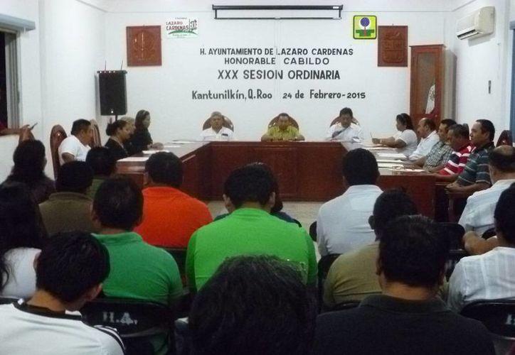 Sesión ordinaria en la sala de juntas del Ayuntamiento. (Raúl Balam/SIPSE)