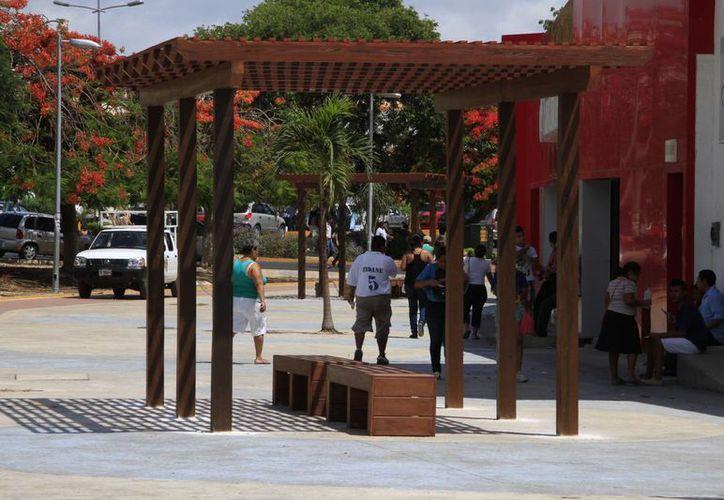 Las pérgolas adornan el panorama, además de brindar un espacio de sombra y descanso. (Tomás Álvarez/SIPSE)
