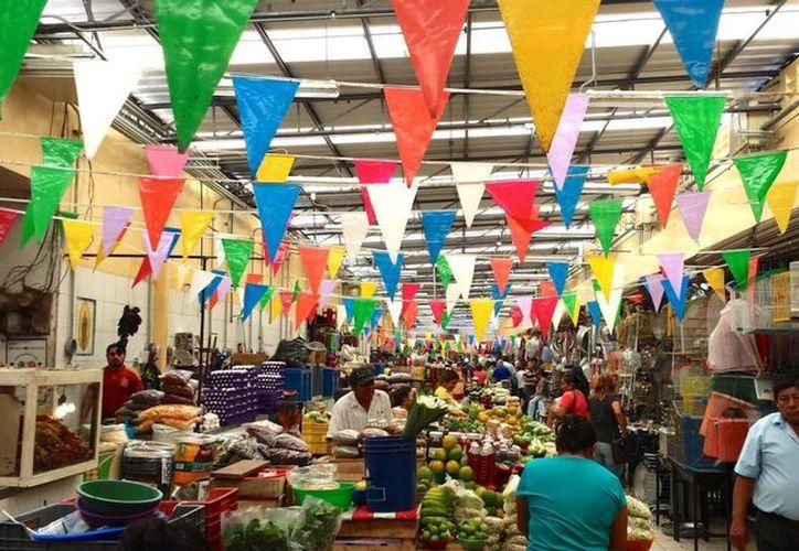 En los mercados, los productos que más resintieron el incremento de la inflación fue el chile serrano, la papaya, la cebolla y el plátano. (Novedades Yucatán)