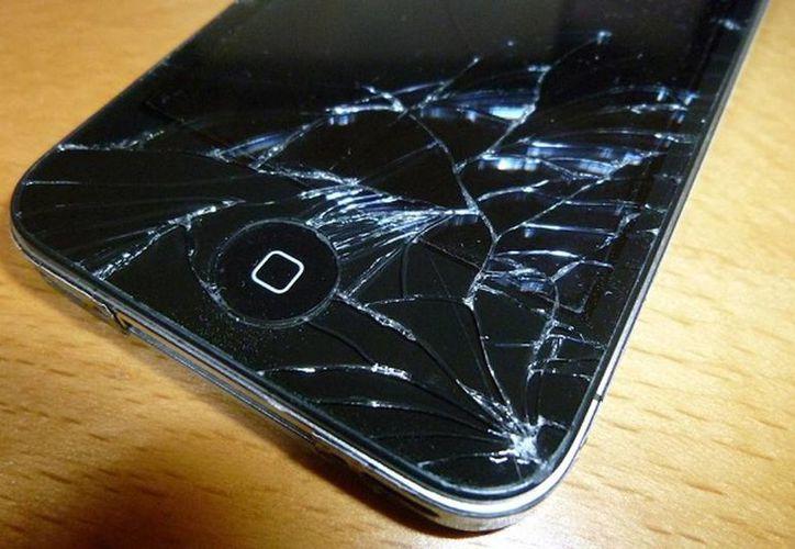 El seguro aplica por si se te cae o avería el celular, la computadora personal, o la tableta. (muymac.com)