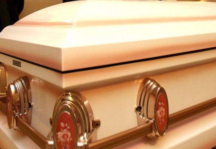La caída de la producción de ataúdes se está notando en las funerarias a nivel nacional. (Archivo/EFE)