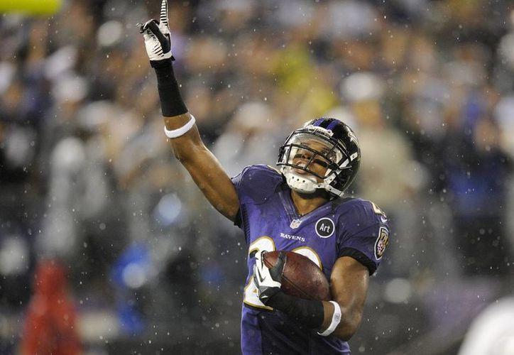 El exesquinero de Cuervos de Baltimore critica la falta de agresividad del conjunto de Filadelfia al momento de jugar. (Agencias)