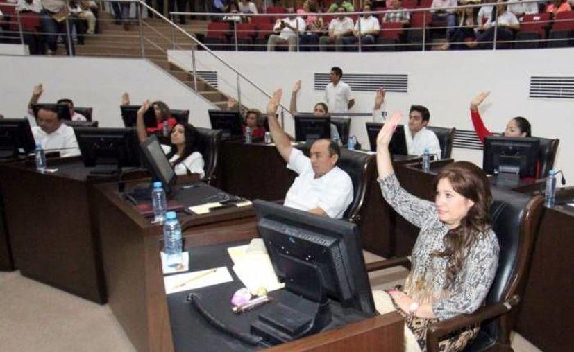 Este martes el Congreso de Yucatán aprobó por unanimidad la Ley de Voluntad Anticipada, con lo que el paciente podrá negarse a recibir tratamiento médico en momentos. (Milenio Novedades)