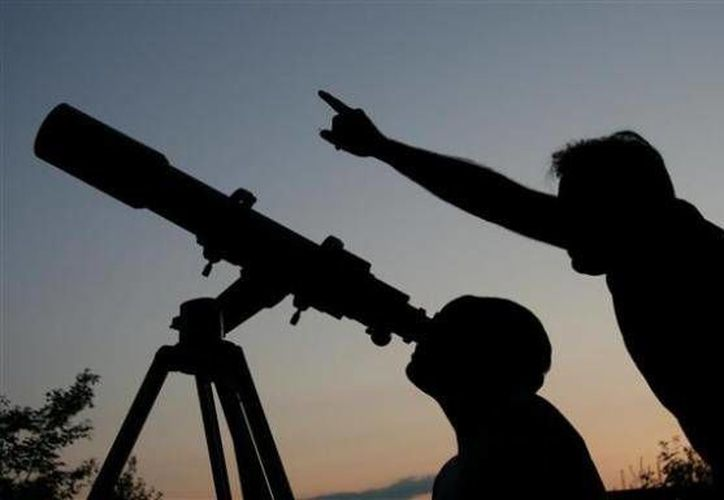 Las instituciones ganadoras recibirán un kit de Astronomía conformado por un Telescopio Newtoniano, un Planisferio Celeste y un Calendario Astronómico. (Contexto/Internet)