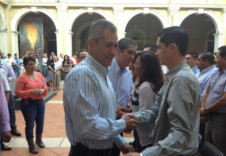 El gobernador Mario Anguiano Moreno asegura que a él no le encontrarán ninguna 'Casa Blanca'. (Facebook/Mario Anguiano Moreno)