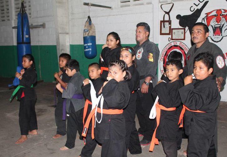Los niños fueron evaluados en las instalaciones del gimnasio público municipal. (Raúl Balam/SIPSE)