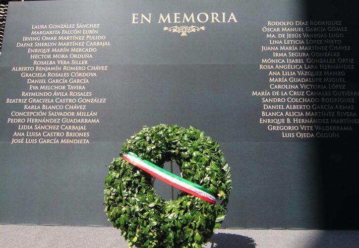 """El presidente Enrique Peña Nieto encabezó ayer la ceremonia de """"Reconocimiento Al Valor y Solidaridad"""" en la Torre de Permex. (Notimex)"""
