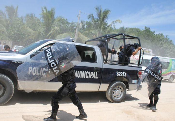 Luego de que un policía de Playa del Carmen atentó contra su vida y mató a su pareja, se anunció que se dará una atención más humana a los elementos. (Adrián Barreto/SIPSE)