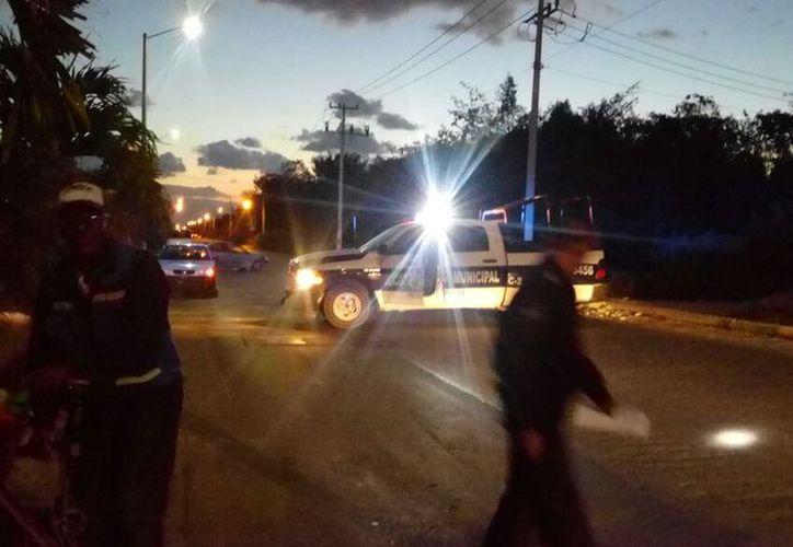 Elementos de Seguridad Pública Municipal acordonaron la zona. (Eric Galindo/SIPSE)