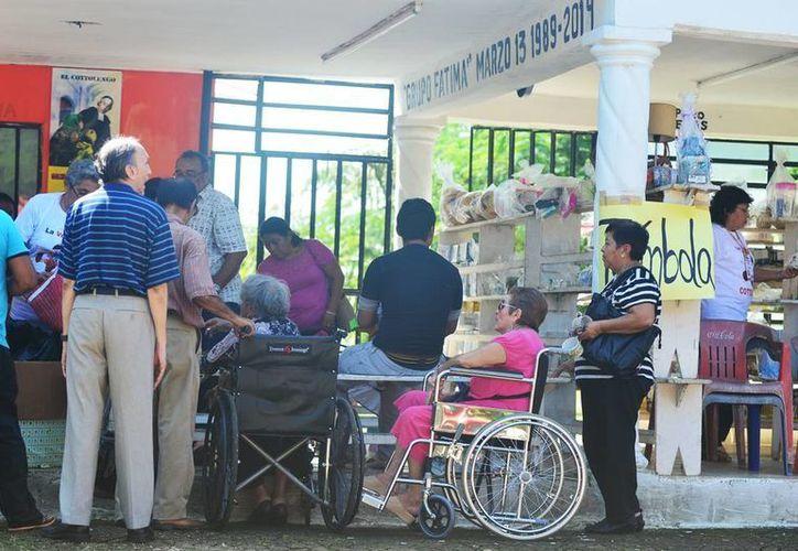 """Imagen de la tradicional kermesse   en el Centro de Asistencia y Rehabilitación para Alcohólicos """"Cottolengo"""". (Milenio Novedades)"""