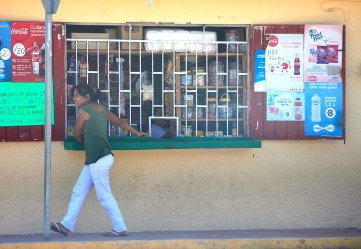 Las tienditas fueron las más beneficiadas durante el primer fin de semana de vacaciones.  (Edgardo Rodríguez/SIPSE)