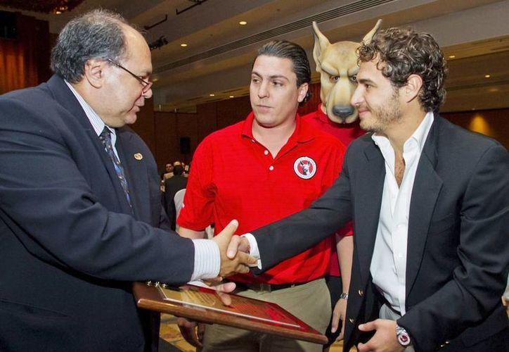 Gog Murguía (izquierda) es el vicepresidente del equipo de fútbol Xoloitzcuintles de Tijuana. (Twitter @gogmurguia)