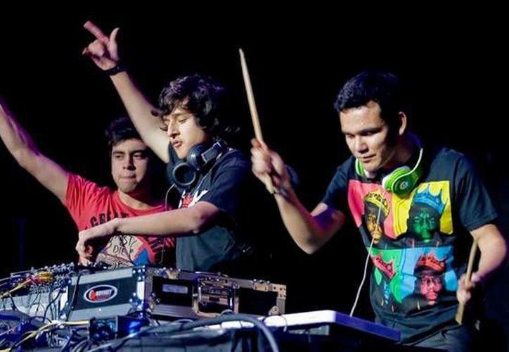 El cartel musical finaliza con la presentación del grupo 3Ball Monterrey. (Redacción/SIPSE)