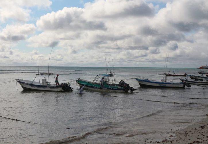 Los prestadores de servicios turísticos náuticos no pudieron operar al 100% este fin de semana por el mal tiempo. (Adrián Barreto/SIPSE)