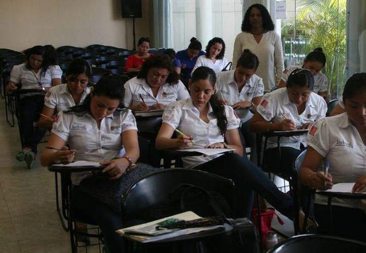 El seminario se impartió en cuatro días con una duración de siete horas y media por día, dirigido a 32 profesionistas. (Redacción/SIPSE)