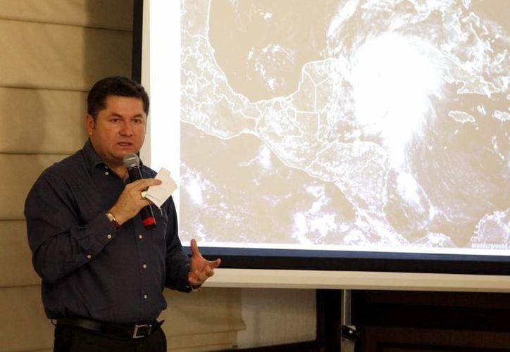 Luis Carlos Rodríguez Hoy confirmó que el sistema de baja presión tiene 70 un por ciento de probabilidades de convertirse en un fenómeno tropical. (Cortesía/SIPSE)