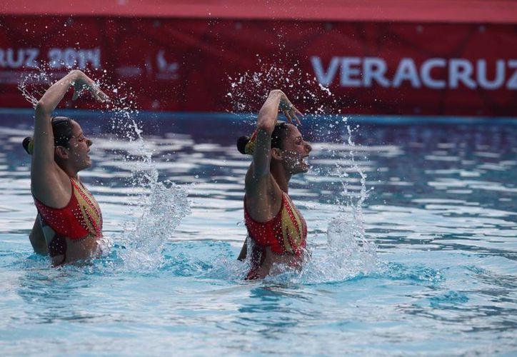 Nuria Diosdado obtuvo su segunda medalla e Isabel Delgado su primera en nado sincronizado en los Juegos Centroamericanos y del Caribe que se celebran en Veracruz. (Notimex)