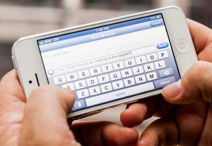 El primer ministro ordenó a las empresas operadoras de telefonía móvil suspender los servicios de mensaje de texto. (diarioelamanecer.com)