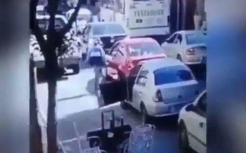 Baja de su auto a reclamar y lo balean en Puebla