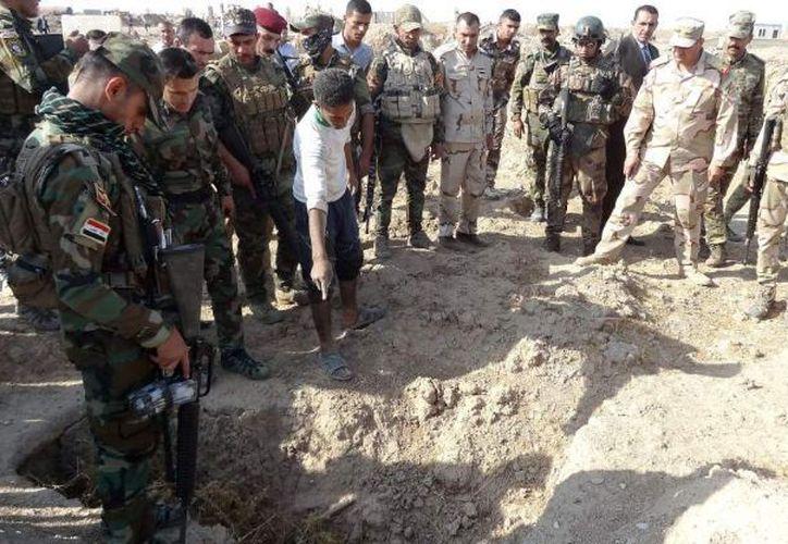 La fosa común descubierta ayer fue excavada en el campus del instituto universitario agrario de Hamma Alil. (Foto: El Debate)