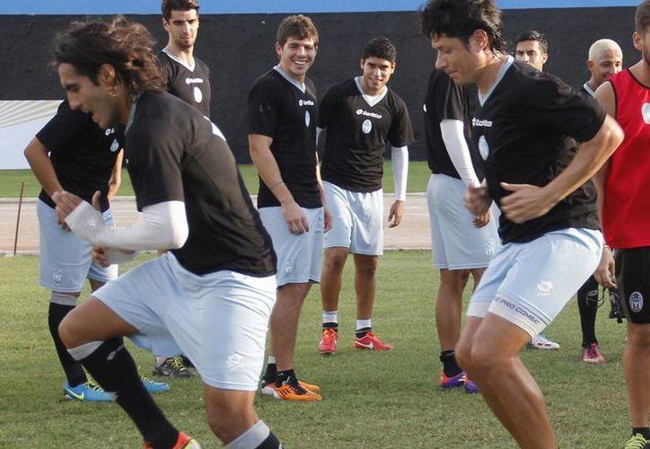 Los jugadores del Mérida entrenaron fuerte con miras a su juego de mañana. (Milenio Novedades)