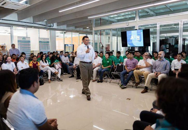 El gobernador Rolando Zapata inauguró este miércoles las primeras jornadas en Tecnologías  de la Información 'Juun Heuristic'. (Foto cortesía del Gobierno)