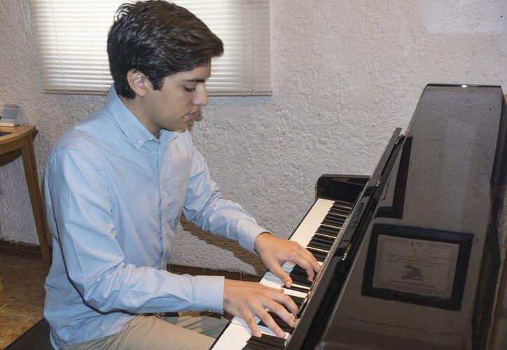 El pianista ofreció música del medioevo, del clásico y el barroco. (Alejandra Flores/SIPSE)
