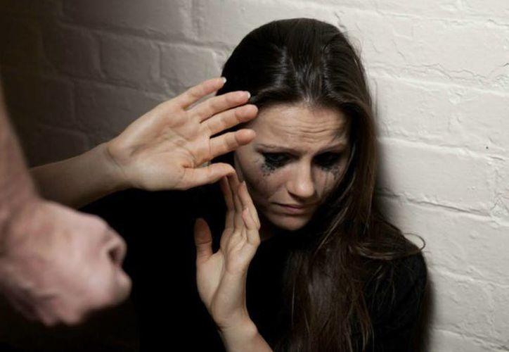 Especialistas dicen que las víctimas de violencia doméstica quedan tan lesionadas que les cuesta seguir con sus vidas. (Imagen de contexto/youtube.com)