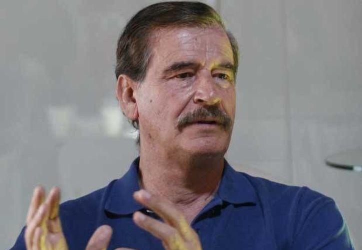 """Vicente Fox presidió la ceremonia de Toma de Protesta de los alumnos """"Presidentes"""" de la República Escolar. (Archivo/Notimex)"""