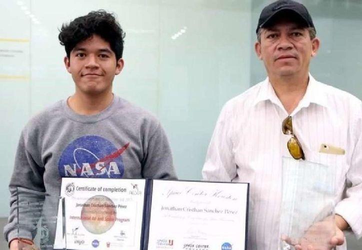 El joven originario de Tultepec, Hidalgo, obtuvo el segundo lugar en un concurso organizado por la NASA. (Foto: Regeneración)