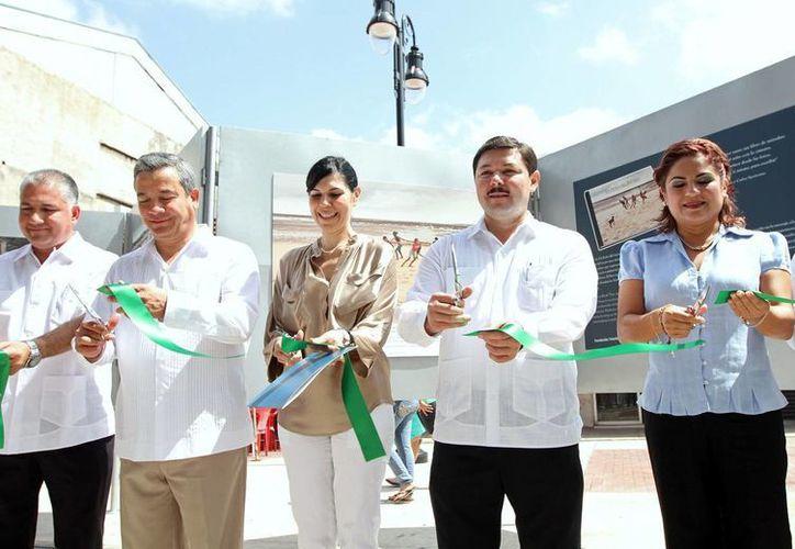 Autoridades estatales y federales inauguran una exposición fotográfica. (Milenio Novedades)