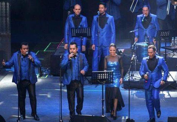 Los Ángeles Azules se encuentran promocionando su nueva producción discográfica titulada 'De plaza en plaza'. (Notimex)