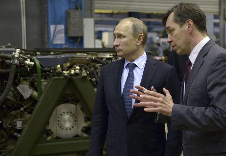 El presidente ruso Vladimir Putin  ordenó el despliegue militar de los S-400 en Hemeimeem y otras medidas tras el derribo de su avión por parte de Turquía. El Presidente durante una visita a la fábrica Uralvagonzavod en Nizhny Tagil en las montañas de los Urales, Rusia. (Agencias)