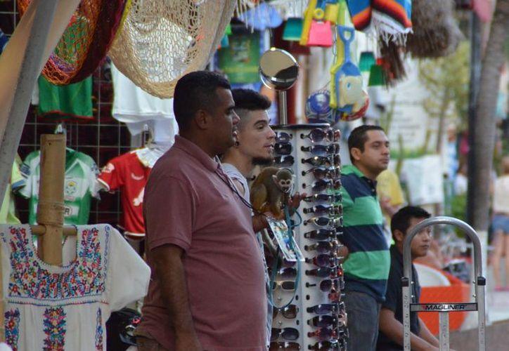 Con permisos estatales, las personas pueden exhibir animales en la Quinta Avenida. (Yenny Gaona/SIPSE)