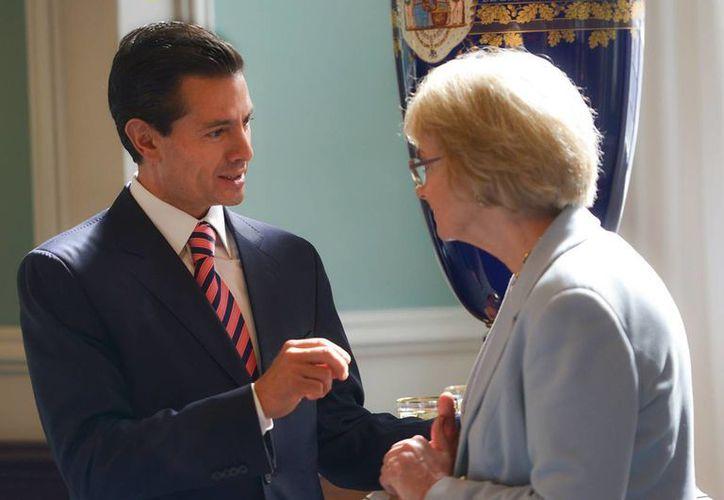 El presidente mexicano, Enrique Peña Nieto, acudió a la sede del parlamento danés, en donde saludó a su presidenta, Pía Kjaersgaard, y a los líderes de los partidos políticos que lo conforman. (Notimex)