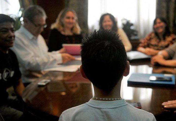 'Facha', quien ahora es niño, nació en el cuerpo equivocado, por lo que recurrió a la ley para que el Registro Civil le diera una identidad de niño; ya la tiene: se llama 'Facha'. (infobae.com)