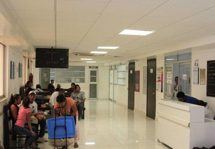 La intoxicación es la principal causa de consulta en el servicio médico de primer nivel. (Ángel Castilla/SIPSE)