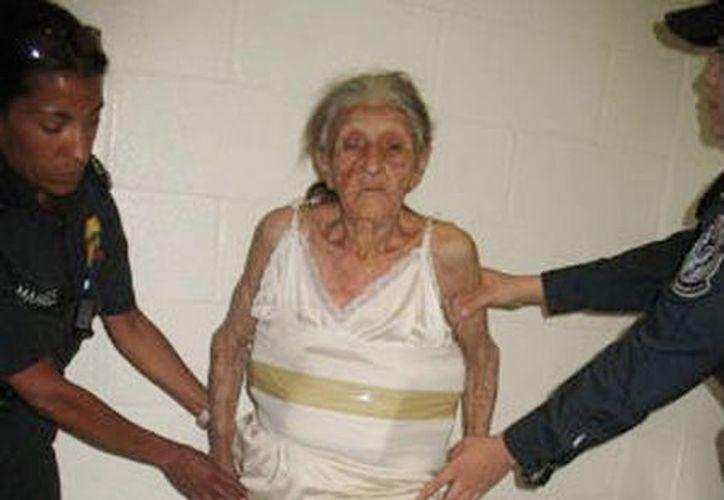 """El crímen organizado utiliza cada día más a ancianos como """"correos humanos """" para sacar droga del país. (Foto de contexto de vigoalminuto.com)"""