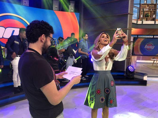 """Lucero sorprende a todos en """"Hoy"""" con extravagante escote"""