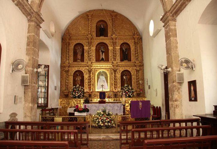 La iglesia de la Candelaria es una de los pocos templos que tienen un decorado sencillo elaborado con pintura de aceite y con un retablo estilo barroco que destaca por ser de madera tallada. (Milenio Novedades)