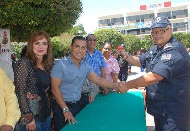 Felipe Flores Velázquez (izq) es primo del ex alcalde de Iguala, José Luis Abarca, a quien se le atribuye la autoría intelectual del ataque contra los normalistas. (Archivo/Milenio)