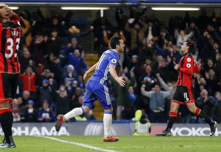 Chelsea venció al Bournemouth con doblete del delantero español Pedro, a los minutos 23 y 92.(Frank Augstein/AP)