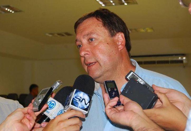 Alberto Weretilneck no sólo cesó a numerosos funcionarios del gobierno de Río Negro, sino que anunció la reducción de salarios a quienes se quedaron en su puesto. (rionegro.gov.ar)