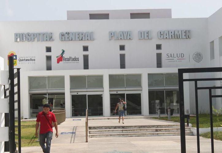 Leonardo Hucab Itzá permanece en el Hospital General sin poder acceder a los 900 mil pesos  que la aseguradora destinó para su atención médica.  (Carlos Calzado/SIPSE)