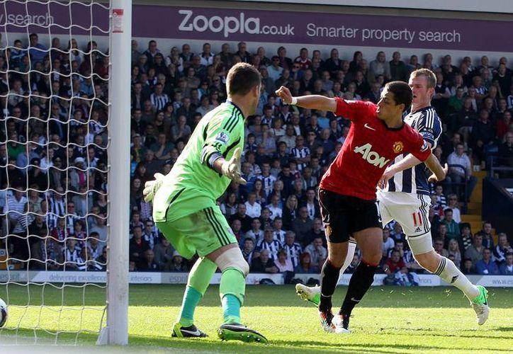 'Chicharito' dio el pase para el primer gol del juego y también anotó el quinto gol de su escuadra, previo a la reacción rival. (Agencias)