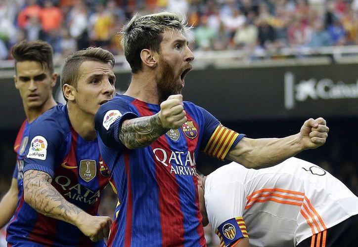 Lionel Messi celebró con todo el gol que le dio los tres puntos al Barcelona, para mantenerse en los primeros puestos de la Liga de España.(Manu Fernandez/AP)