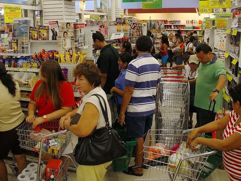 El incremento eventual a los productos afecta la economía familiar. (Milenio Novedades)