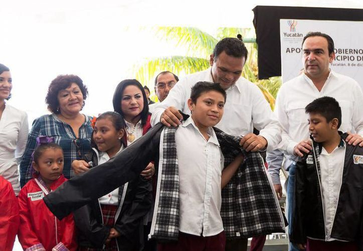 Se entregarán 253 mil chamarras del programa Bienestar Escolar en su fase Invernal a estudiantes de nivel básico, aseguró Roger Torres, de Sedesol.(Foto: Archivo)